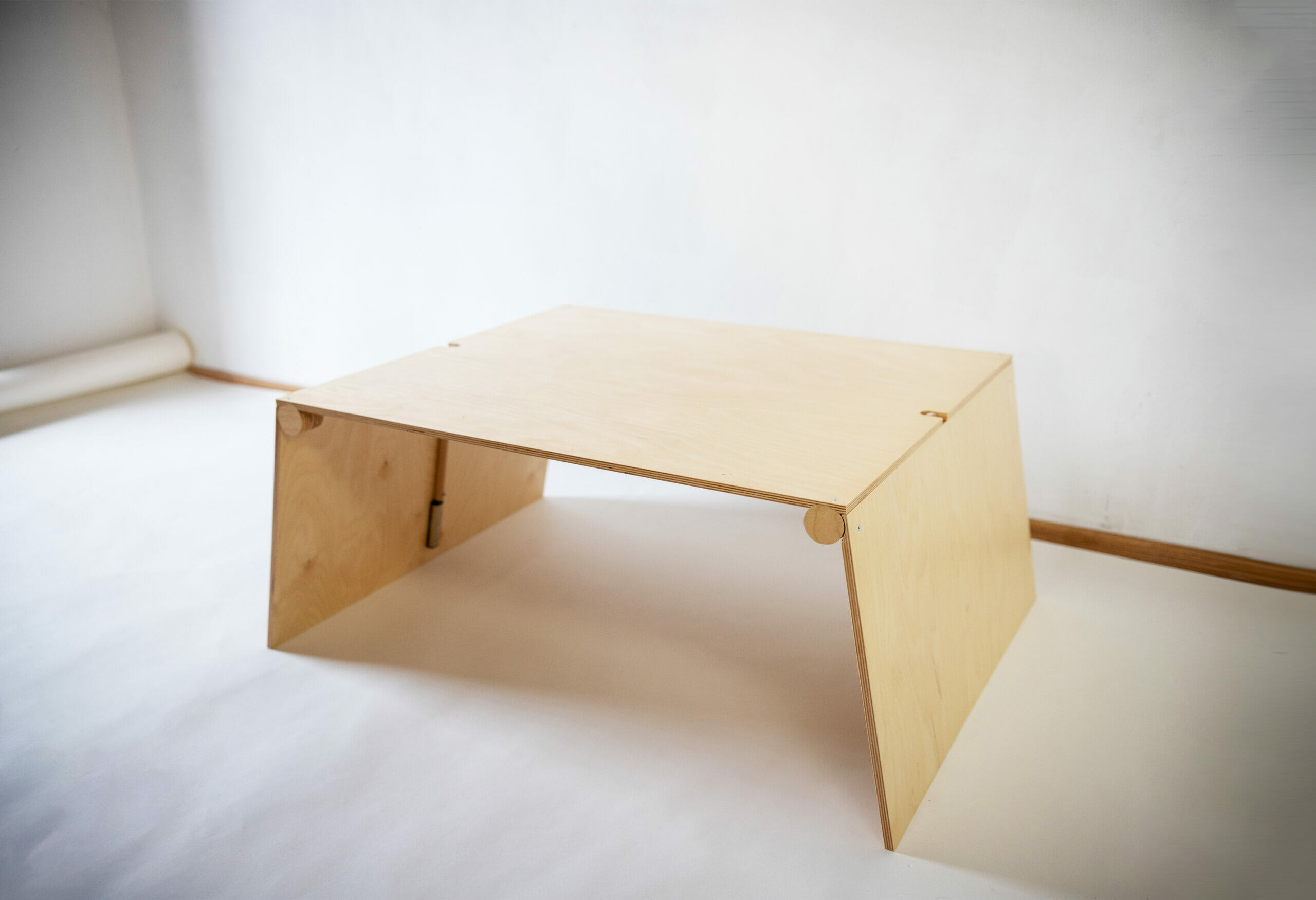 Fa emelhető asztal