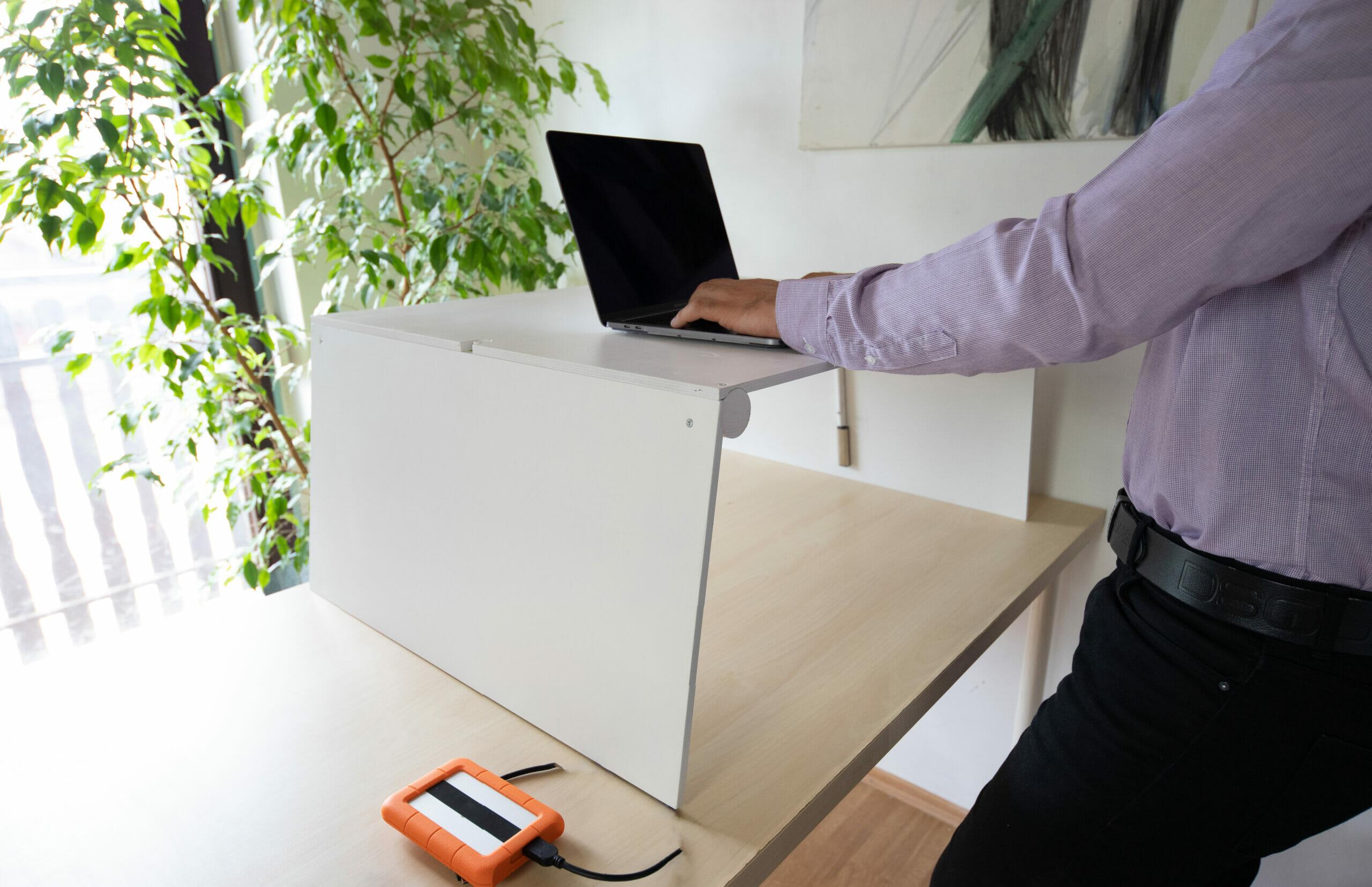 Kinyitható emelhető asztal